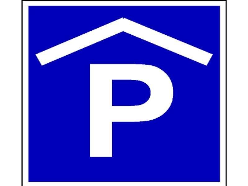 parkplatz garage seceda st ulrich in gr den str. Black Bedroom Furniture Sets. Home Design Ideas